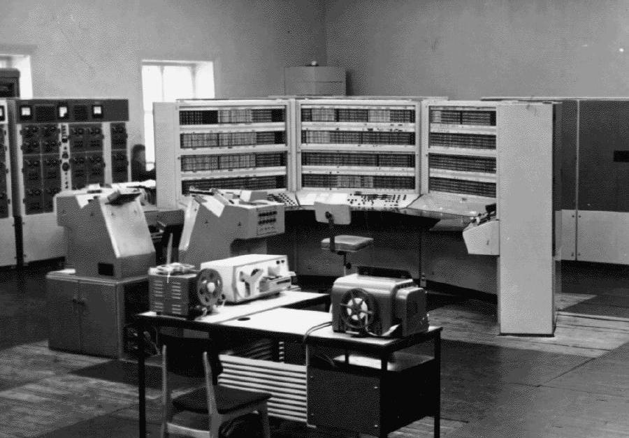 Идеи создания электронных вычислительных машин возникли в конце 30-х - нача